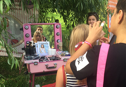 Lamoda Blogger's day – more than 350 make-ups and hairdos, 5 hours of work, 5 stylists